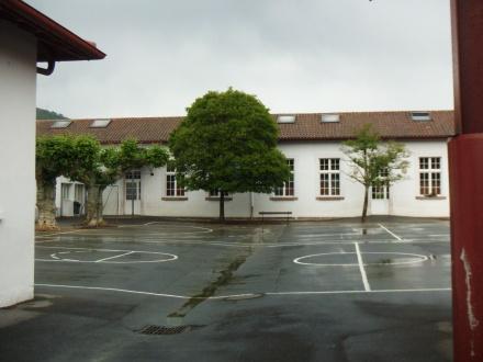 Ecoles publiques cour 1